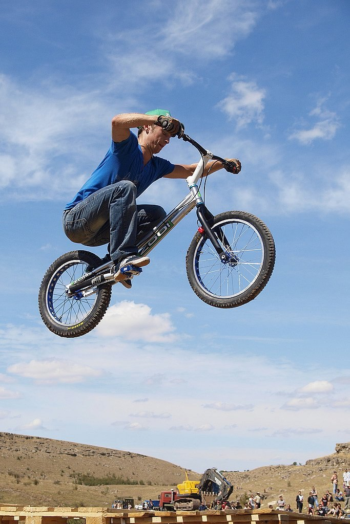 Экстремальный вид спорта велотриал